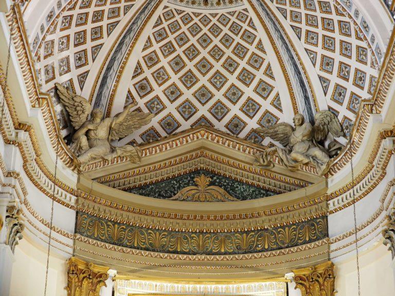Cornice architettonica dell'altare maggiore