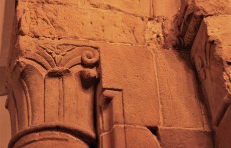 Capitello  corinzio in pietra arenaria